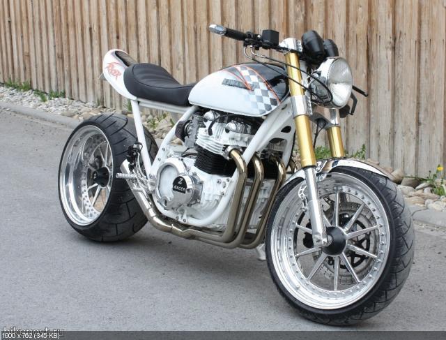 Стрит Kawasaki Z1000A Kafferacer